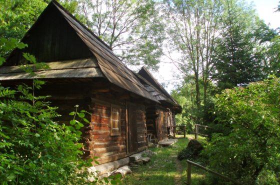 Výstup na Šíp a drevenicová osada Podšíp