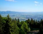 Výhled od chaty do Turčianské kotliny. Vlevo Veľká Fatra, vpravo město Martin.