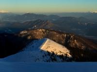 Za dobré viditelnosti nabízí Chleb nezapomenutelný výhled: Západní Tatry (vlevo), Nízké Tatry (vpravo), Velký Choč (bílý vrcholek uprostřed), masiv Šípu (pod Chočem), Kopa (vpravo) a mnoho dalších vrcholů...