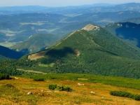 Jeden z bočních hřebenů Malé Fatry s vrcholy Kraviarske a Baraniarky.
