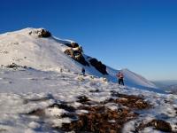 Při výstupu na Chleb od chaty pod Chlebom v zimním období je možné zvolit přímou trasu namísto cesty přes Snilovské sedlo