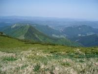 Vrátna dolina a její vstupní brána - Tiesňavy. Vlevo od nich se táhne hřeben Sokolie a od něho k sedlu Bublen hřeben Baraniarky.