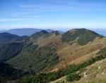 Pohled západním směrem během výstupu na Malý Kriváň ze sedla Priehyb.